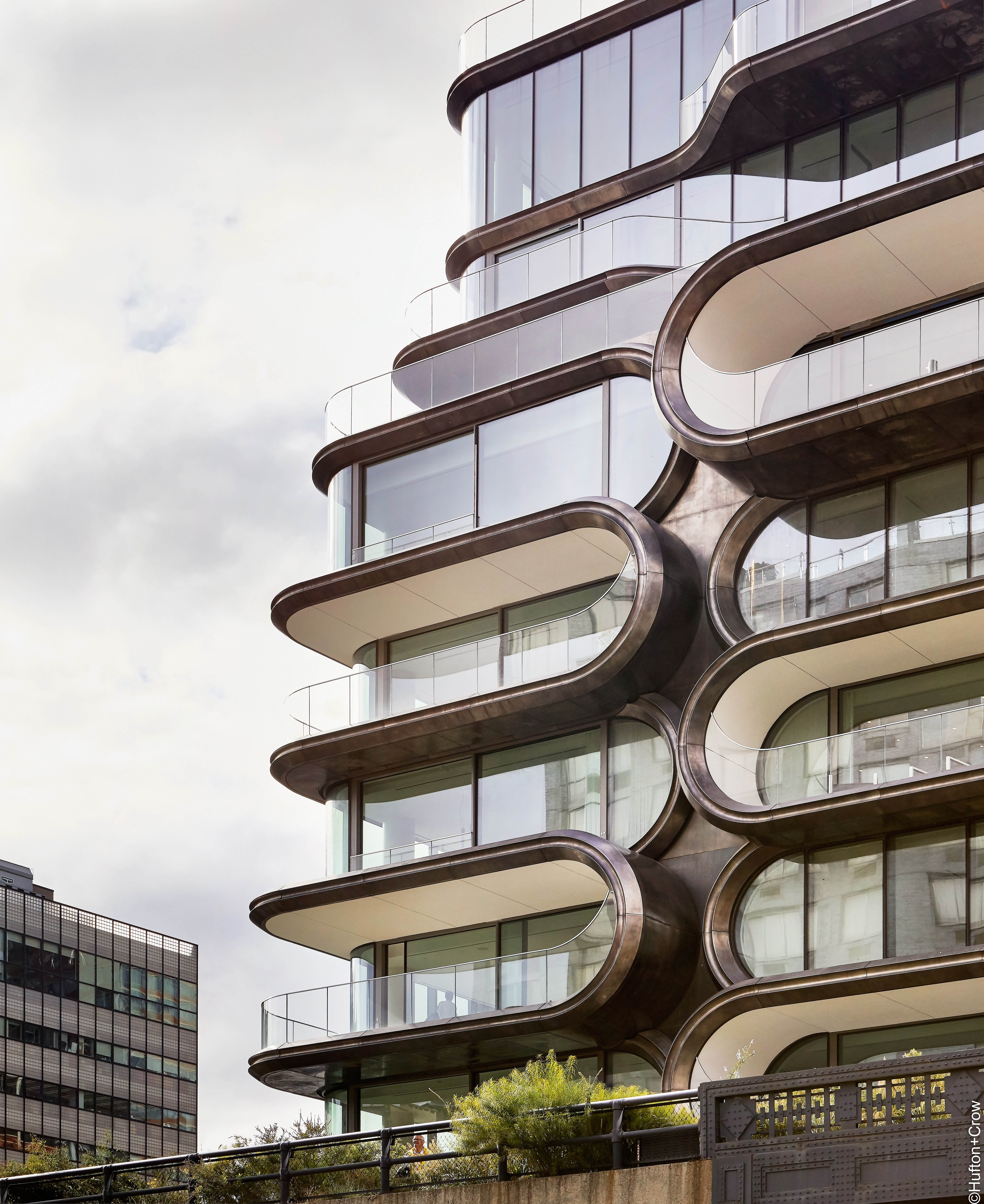 520 West 28th Street, New York - External view of the curved facade and balconys